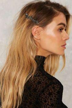 Dark Star Hair Comb Hair Tutorials is part of Hair - Dark Star Hair Comb Messy Hairstyles, Pretty Hairstyles, Star Hair, Pinterest Hair, Good Hair Day, Hair Dos, Hair Trends, Hair Inspiration, Hair Clips