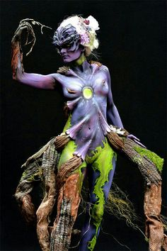 Artists from around the world gathered in Pörtschach am Wörthersee, Austria earlier this month to partake in the annual World Bodypainting Festival – and g World Bodypainting Festival, Arte Fashion, Wow Art, Face Off, Hand Art, Woman Painting, Painting Art, Airbrush, Oeuvre D'art