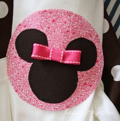 Handmade Mini Mouse outfits for little girls going to Disneyland.  I'm not a huge Disney fan, but this is too cute!
