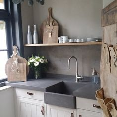 Love this kitchen. Fresco Dried Clay over the shelve and Marrakech Walls in the color Tender Taupe under. Thanks to our new Star Dealer Mooi & Puur/Dick Smit Country Kitchen, New Kitchen, Kitchen Dining, Kitchen Decor, Kitchen Styling, Kitchen Ideas, Beautiful Kitchens, Cool Kitchens, Home Interior