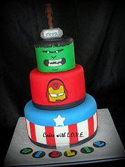 The Avengers Cake por Cakes with L.O.V.E.