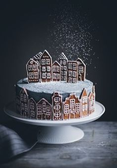 Gingerbread Village Cake - Call Me Cupcake # Christmas # cake - Baking - Christmas Cooking, Christmas Desserts, Christmas Treats, Cupcake Christmas, Christmas Recipes, Holiday Cakes, Food Cakes, Cupcake Cakes, Bundt Cakes