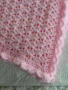 CROCHET WHITE BABY BLANKET SHE