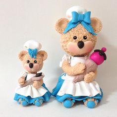 Ursinhas Confeiteiras em biscuit modeladas à mão por Le Biscuit Denise Marrach Whatsapp: 19--99763-9570 e 19-99602-8897