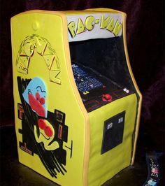 A Pac-Man groom's cake! So rad!