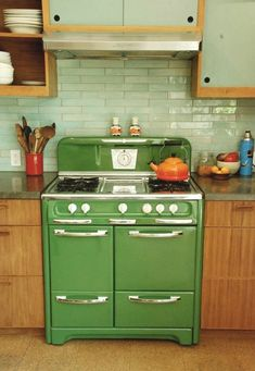Green stove :) Who needs stainless steel when you can have green?! by pauline