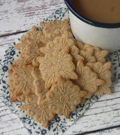 Közkívánatra következzék egy süteménypecséttel készült keksz. Én most egy csipet friss gyömbérrel ízesítettem, de használhatunk helyette fa...