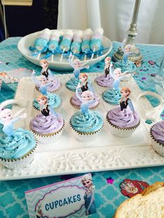 Frozen Anna and Elsa cupcakes