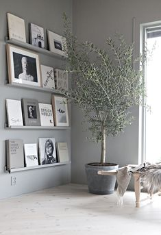 Bucherdisplay … Interior Modern, Grey Interior Design, Scandinavian Interior Kids, Scandinavian Picture Frames, Living Room Ideas Modern Contemporary, Scandinavian Style Fashion, Interior Design Ideas For Small Spaces, Scandinavian Design House, Scandinavian Curtains