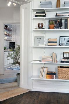 elfa was featured in Apartment Therapy's roundup of the best wall mounted shelving solutions to maximize small spaces! They mentioned that elfa is available in a variety of finishes and you can also purchase bookends that clip into the system to keep your books upright and neat. Cool!
