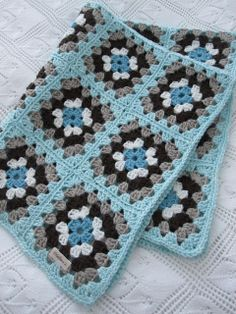 simple but nice Crochet Square Patterns, Crochet Blanket Patterns, Crochet Motif, Diy Crochet, Crochet Crafts, Crochet Stitches, Crochet Ideas, Crochet Granny Square Afghan, Crochet Squares