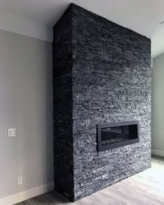Wonderful Photo dark Stone Fireplace Tips Dirt and also filth may go unnoticed about the brighter aging involving diamond fireplaces weighed against can, however Grey Stone Fireplace, Fireplace Facade, Natural Stone Fireplaces, Home Fireplace, Fireplace Remodel, Living Room With Fireplace, Fireplace Design, Fireplace Ideas, Sandstone Fireplace