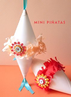 Mini Pinatas for Cinco De Mayo! Here is a simple mini pinata that you can make with your kids (or as a party favor). Whip it up in minutes. No paper mache required! Mini Pinatas, Pinatas Diy, Kids Crafts, Easy Crafts, Diy Piñata, Easy Diy, Birthday Freebies, Party Fiesta, Mexican Party