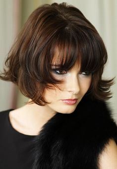 The Most Trendy Bob Hairstyles Haircuts For 2018 2 Bobbed Hairstyles With Fringe, Short Hair With Bangs, Choppy Bob Hairstyles, Curly Hair Cuts, Short Hair Cuts, Curly Hair Styles, Bob Haircuts, Medium Haircuts, Hairstyle Short