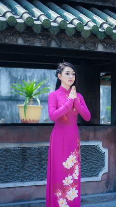 IMG_0352 | speedy avb | Flickr Ao Dai, Asian Fashion, Women's Fashion, Vietnamese Dress, Female Poses, City Photography, Japanese Girl, Indian Wear, Girl Hairstyles