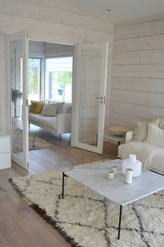 PASTELLIMAJA: ASUNTOMESSUSUOSIKKINI // KONTIO TOIVE White Washed Pine, Best Interior, Interior Design, Pine Walls, Log Homes, Cozy House, Home Decor Inspiration, Sweet Home, House Design