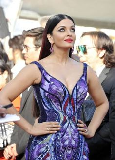 Aishwarya rai cutest Bollywood face unseen latest hot sexy images of her body show and navel pics with big cleavage and bikini photos collec. Bollywood Actress Hot Photos, Bollywood Celebrities, Bollywood Fashion, Bollywood Style, Actress Aishwarya Rai, Aishwarya Rai Bachchan, Miss Mundo, Beautiful Women Over 40, Most Beautiful Indian Actress