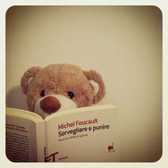 Orso prende spunto dai saggi di Michel Foucault. Lettura piuttosto rilassante.