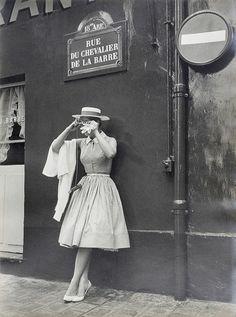 """summers-in-hollywood:""""Kim Novak in Paris, Vintage Mode, Moda Vintage, Vintage Paris, Vintage Style, Fashion Moda, 1950s Fashion, Vintage Fashion, Victorian Fashion, Fashion Fashion"""