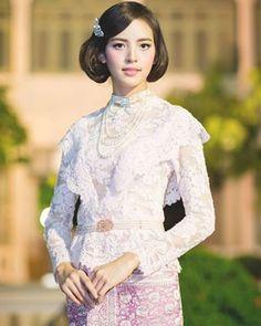 pinterest-share-dialog Thai Traditional Dress, Traditional Fashion, Traditional Outfits, Kebaya Lace, Model Kebaya, New Years Outfit, Thai Dress, Asian Beauty, Natural Beauty