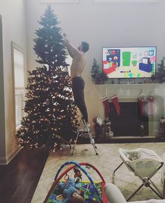 Jessie James and Eric deckers house getting decorated for Christmas! Jessica Decker, Eric And Jessie Decker, Jesse James Decker, Eric & Jessie, Eric Decker, Mama Karen Parker, Vivianne Rose Decker, Jessica James, Man Shed
