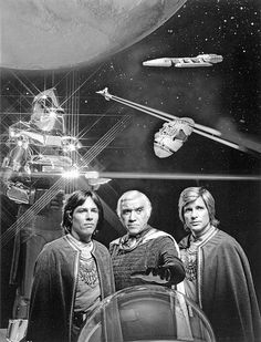 Battlestar Galactica: Revisit the vintage TV series that ran from 1978 to plus see the show's opening credits - Click Americana 70s Tv Shows, Sci Fi Tv Shows, Vintage Tv, Fashion Vintage, Retro Fashion, Science Fiction, Kampfstern Galactica, Battlestar Galactica 1978, Best Sci Fi