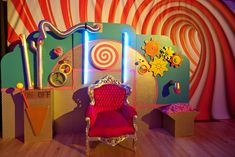 Wonka swirls / invention room: it's a factory, so let's try to build machine-type things! Vbs Themes, Dance Themes, Kids Party Themes, Event Themes, Party Ideas, Theme Parties, Candy Theme, Candy Party, Willy Wonka