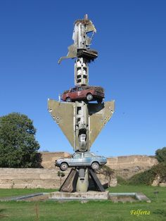 7. Wolf Vostell is another installation artist, and he is from Germany. Some of his specialties include the example shown above; fashioning sculptures using cars and concrete.