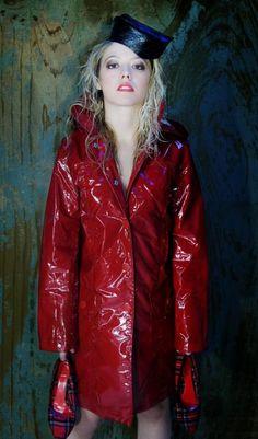 Photo by Juliette Vinyl Red Raincoat, Vinyl Raincoat, Raincoat Jacket, Rain Jacket, Rainy Day Fashion, Bronze, Raincoats For Women, Rain Wear, Lady In Red