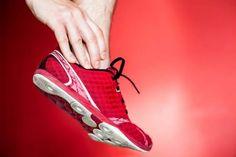 [慢跑英文教學] 其實慢跑鞋被創造出來的歷史迄今還不到50年的光陰,但慢跑鞋的設計從原本很簡略的雛形,中間加入許多科技材質的運用,來保護足部肌腱與關節,但近年回歸自然的風潮影響許多跑者,所以廠商再度將慢跑鞋的設計簡化回歸到之前最初概念,未來慢跑鞋設計將會如何發展?! **Do Running Shoes Really Help?**