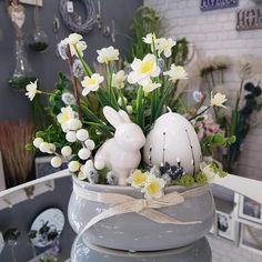 Easter Flowers, Easter Crafts, Snow Globes, Flower Arrangements, Centerpieces, Spring, Holiday, Diy, Inspiration