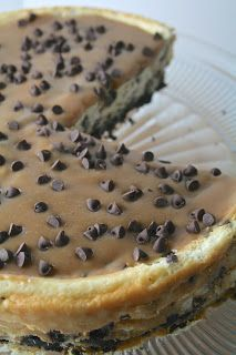 Salted Caramel Chocolate Chip Cheesecake from Oregon Transplant. It's a featured recipe at Weekend Potluck at The Country Cook. This is not your normal cheesecake y'all! You had me at salted caramel! Caramel Recipes, Donut Recipes, Sweets Recipes, Just Desserts, Baking Recipes, Delicious Desserts, Yummy Food, Cheese Recipes, Pie Recipes