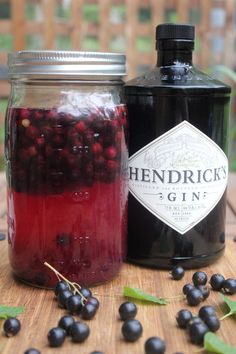 Blackcurrants ripen in mid-summer, during the hottest days or the year. Gin Recipes, Alcohol Recipes, Cocktail Recipes, Blackcurrant Gin, Currant Recipes, Flavoured Gin, Camping Drinks, Gin Lemon, Fermentation Recipes