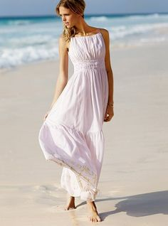 bf26db0d0bf5d must have a flowing white dress this summer