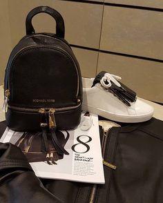 Michael Kors: Giubbino in nappa, Zaino, Sneaker...the must have... Scopri la collezione completa, scegli il tuo outfit