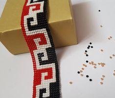 Red, black & white bead loom bracelet for everyday. Adjustable lenght 15.2 cm - 19 cm
