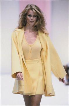 Claudia Schiffer for Salvatore Ferragamo Runway Show Fashion 2020, 90s Fashion, Retro Fashion, Runway Fashion, High Fashion, Vintage Fashion, Fashion Outfits, Womens Fashion, Claudia Schiffer