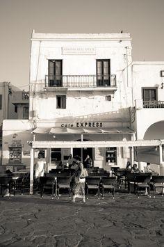Vintage Mykonos, Greece Mykonos Island, Mykonos Greece, Athens Greece, Greece Pictures, Old Pictures, Old Photos, Greece History, Mediterranean Architecture, History Of Photography