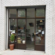 Cafe Interior, Best Interior Design, Shop Facade, Design Studio Office, Box Houses, Store Design, Design Shop, Cool Cafe, Shop Interiors
