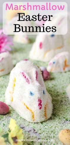 These sweet Mashmallow Easter Bunnies are a delight to look at and fun to eat. Homemade mashmallow is quick to make with basic ingredients. How To Make Marshmallows, Recipes With Marshmallows, Homemade Marshmallows, Marshmallow Bunny, Aussie Food, Good Food, Fun Food, How To Make Homemade, Easter Recipes
