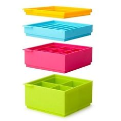 Stackable ice cube trays that make different size/shape cubes