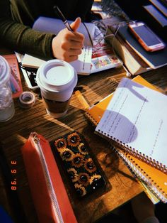 Aesthetic study inspiration and motivation. College Motivation, Study Motivation, Studyblr, School Notes, I School, Study Organization, Organizing, Study Space, Study Hard