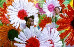 1e Zomercarnaval (Antilliaans carnaval) 1983, Utrecht   analoge diapositief kleurenfotografie, gescand van film op 4000 dpi door studio Care Graphics   © Charley van Doorn archief - outdoors photography - straatfotografie ©