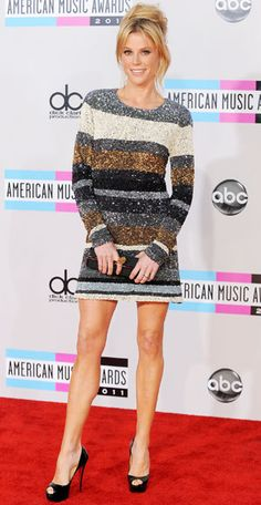 Julie Bowen steps out at the 2011 American Music Awards held at Nokia Theatre L. LIVE in Los Angeles on November 2011 Cheryl Hines, Julie Bowen, Jenny Mccarthy, American Music Awards, Dress Picture, Loose Hairstyles, Poses, Beautiful Celebrities, Sexy Legs