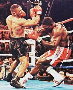 Mike Tyson - Data y Fotos Muay Thai, Boxe Fight, Boxe Mma, Mike Tyson Boxing, Boxing Images, Professional Boxing, Boxing Posters, Boxing History, Fighting Poses