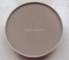 MAC Omega (icm Satin Taupe en Brun) (K8) The PERFECT crease color. Great for eyebrows, too.