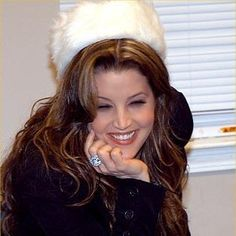Lisa Marie Presley is an American singer, songwriter and actress. She is the only daughter and child of musician actor Elvis Presley. Elvis And Priscilla, Lisa Marie Presley, Priscilla Presley, Elvis Presley Family, Daddys Little Princess, You're Hot, Great Smiles, First Daughter
