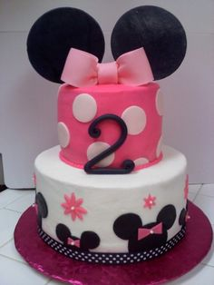 Miss Minnie Mouse By chcrca on CakeCentral.com