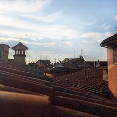 Buongiorno dai tetti di #Bologna (foto di @mirehoracio team instagram @twiperbole)