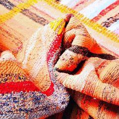 Un tapis Caput aux tons d'automne acides, pour les étés indiens... A découvrir…